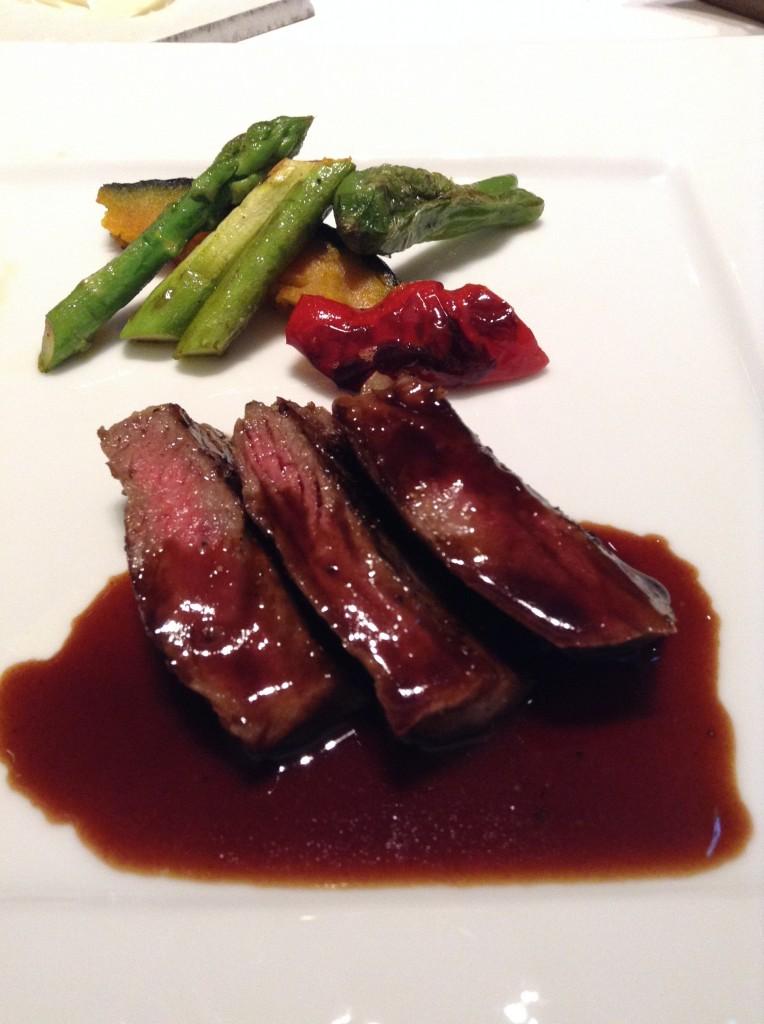 熊本産あか牛ロース肉のグリル山葵風味夏野菜のソテー赤ワインデミグラスソース